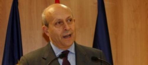 Ministro de Educación presenta los recortes.
