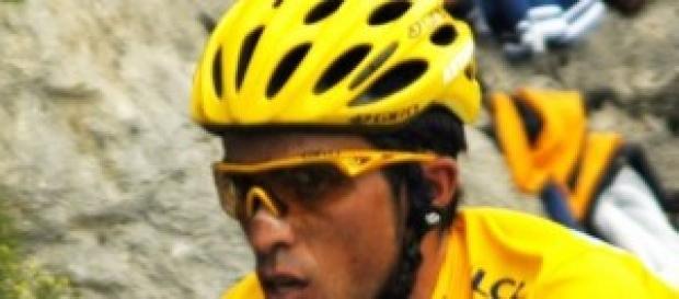 Alberto Contador vestido de amarillo.