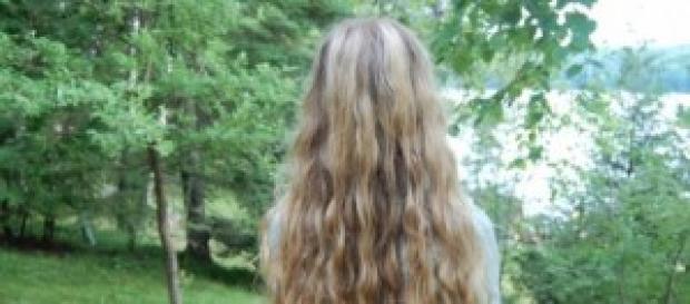Cabelos longos aumentam a auto-estima da mulher