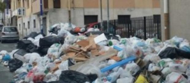 Cumuli di spazzatura a Reggio Calabria