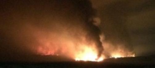 In fiamme la raffineria Mediterranea di Milazzo.