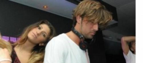 Giorgia in discoteca mentre Manfredi perde il papà