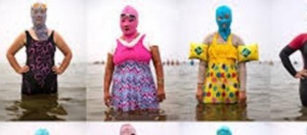 La última moda para la playa,el facekini