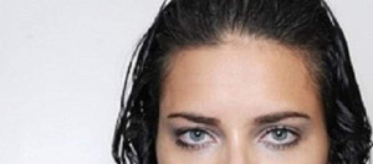 Ultime tendenze moda capelli donna  l autunno-inverno 2014-2015 propone  effetti di stile 3010ecb27a66