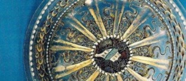 Particolare di piatto in cristallo di Murano