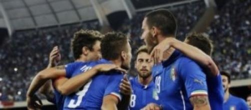 La squadra azzurra in esultanza al primo goal