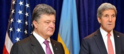 Poroshenko e Kerry a colloquio per la pace.