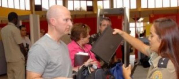Estricto control de la Aduana de Cuba. aeropuerto