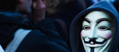 Máscara característica del grupo Anonymous