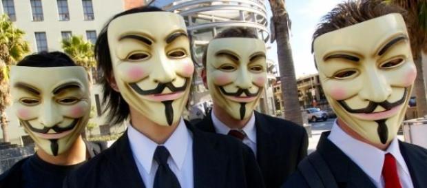 Membros do grupo Anonymous