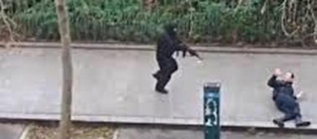 Nella foto: il mortale attentato di Parigi