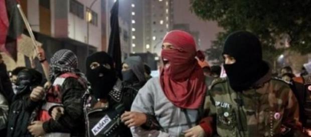 Pseudo manifestantes do Passe Livre em São Paulo