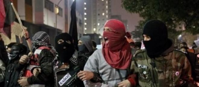 Imagem do Protesto do MPL em São Paulo no último dia 06 onde na linha de frente figuram os mascarados que provocam os estragas do patrimônio público e privado