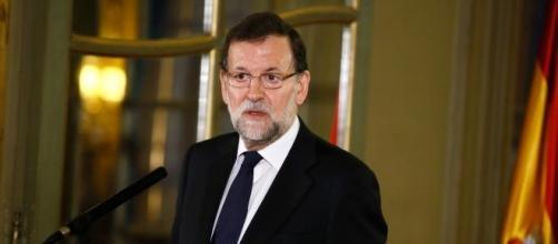 Rajoy en la embajada española en París