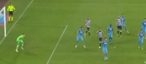 Juventus vence Napoli e segue na frente
