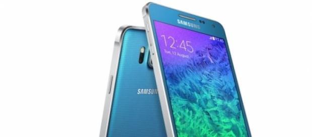 Samsung lanza el ultimo modelo de la gama Alpha