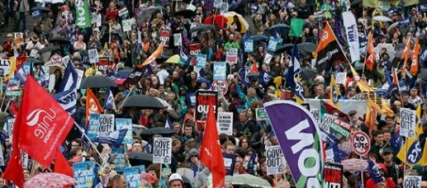 strikes affecting public sector to be restricted