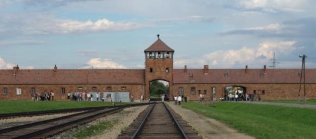 Putin não participará em homenagem a Auschwitz.