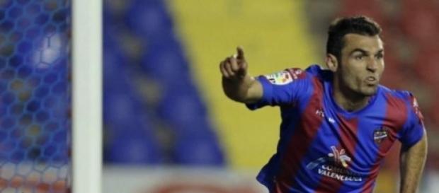 Barral puso en aprietos a la zaga del Málaga