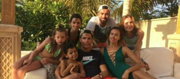 CR7, Irina e família juntos nas férias de Natal.
