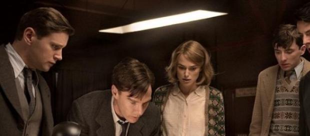 Imagen de la película con los dos protas enmedio.