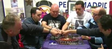 """La Ouija de Roncero """"contactando"""" con Juanito"""