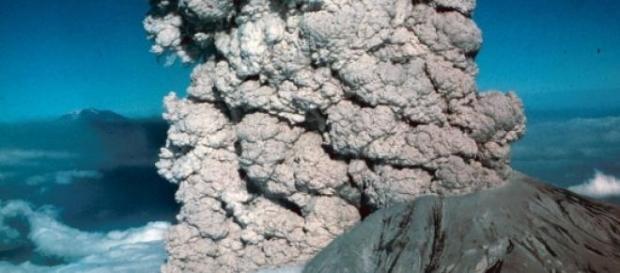 eruptia unui vulcan puternic