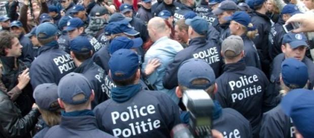 Europa em polvorosa após ataque ao Charlie Hebdo.
