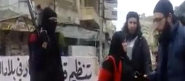 Siria, uccisa una donna accusata di adulterio