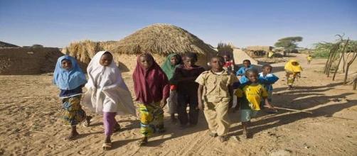 Bambini rifugiati nigeriani in fuga dai conflitti