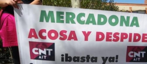 Una de las pancartas en contra del acoso