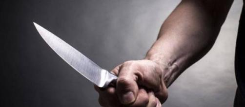 Usa faca de cozinha para assassinar