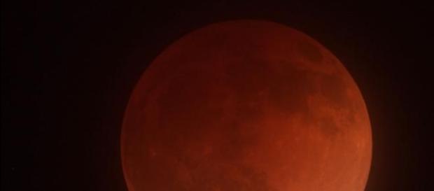 Una Luna de sangre en todo su explendor