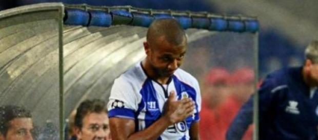 Brahimi fez um hat-trick frente ao BATE Borisov
