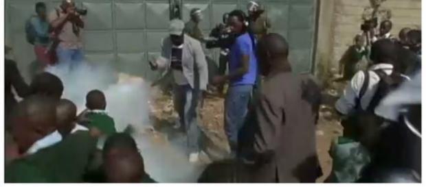 Confusão em Nairóbi (Foto: Reprodução/Euronews)