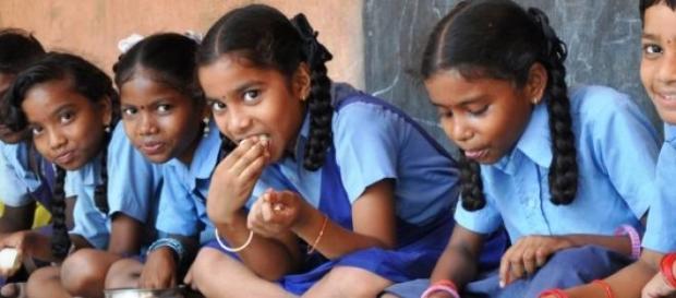 Índia: ONG alimenta mais de 1000 000 de crianças