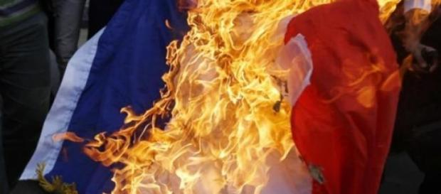 La France en danger quand on brûle son drapeau.