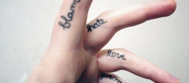 Modele de tatuaje pe degete