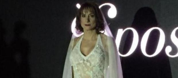 Vladimir Luxuria sfila in abito da sposa