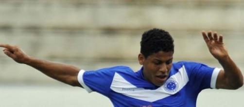 O lateral a actuar pela equipa júnior do Cruzeiro.