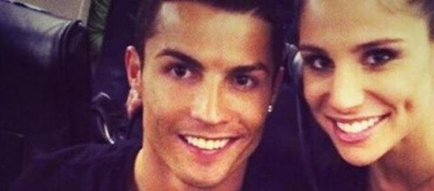 Ronaldo posiert gemeinsam mit Lucia Villalon.