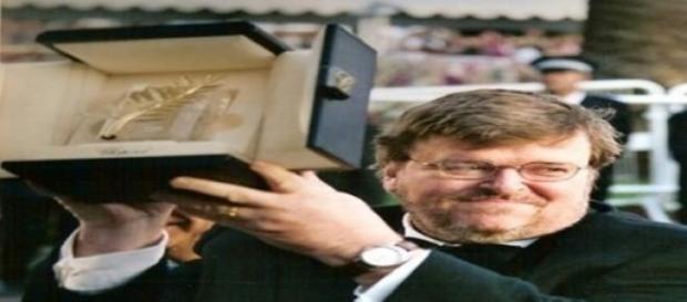 Michael Moore con la Palma de Oro en Cannes.