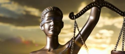 Continuará a Justiça a ser cega?