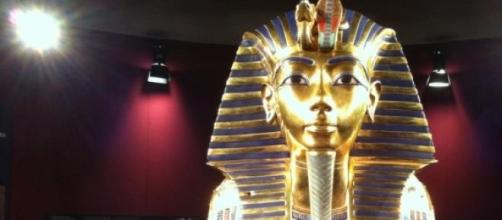 La masque en or massif du pharaon Toutânkhamon