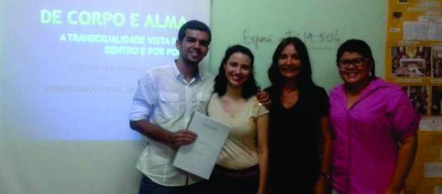 Allysson Moreira e as integrantes da banca