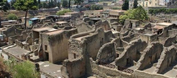 Herculano enterrada por la erupción del Vesubio