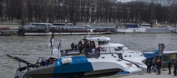 Le catamaran Brigitte Bardot est à Paris ©Capvarou