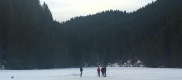 Pe Lacul Rosu inghetat la o plimbare in week-end