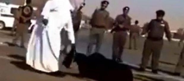 Une femme a été décapitée en pleine rue.