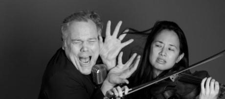Vincent D'Onofrio e Dana Lyn juntos musicalmente
